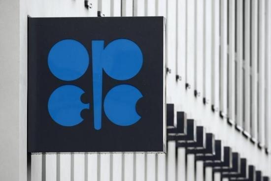 OPEC面对低油价压力同意小幅减产 为8年来首次